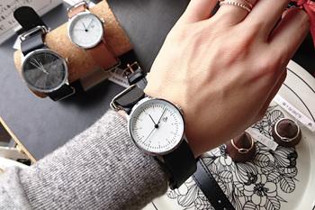 時計盤の大きさが32ミリの小ぶりの時計、『KHORCHID MINI ROSE(ホルシード ミニ ローズ)』は特に女性におすすめ。 先ほどの『Nawroz』とこちらで、夫婦やパートナーと合わせても素敵ですね。