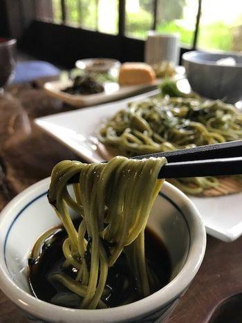 【南丹市の蕎麦店「もりしげ」の茶そば】