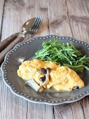 味も具材も決め手は「塩きのこ」なオムレツ。だから、作るときは、卵のとき方や焼き加減に集中するのみ。このシンプルさ加減が重要。簡単なのに、ほれぼれするようなプロの味が実現出来てしまいます。