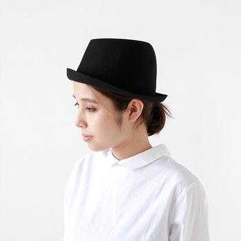 「どうしたら帽子をもっと身近に感じて気軽に使えってもらえるか」ということを常に考えてきた高田さんご夫妻。「帽子をあたりまえにかぶる生活を知ってほしい、楽しんでほしい」。そんな想いから、シンプルなデザインでありながら自由度が高く、かぶり心地や素材感にもこだわった帽子を生み出し続けてきました。