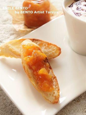 レモンではなくすだちで作るさわやかな味わいの柿ジャム。砂糖の量は、固めの柿の場合なので、熟している柿の場合は少なめにして加減を。