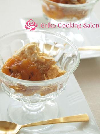 柿ジャムと水切りしたヨーグルトで作るパフェ仕立てのデザート。柿ジャムときなことの相性も良く、和の味わいが心を癒してくれそうな秋のほっこりデザートです。