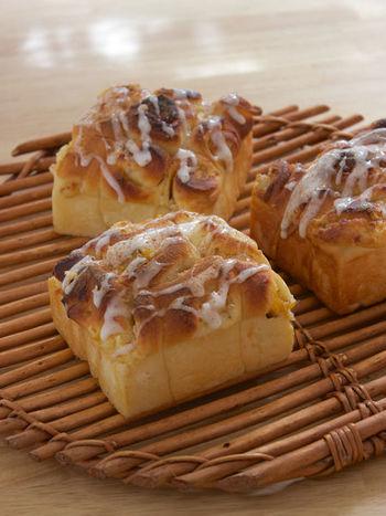 お好みのジャムを入れて焼くうずまきパン。クリームチーズと相性の良い柿ジャムはまさに最適かも。