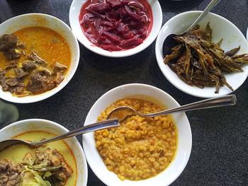 インドカレーとは一味違う魅力を持つスリランカ料理。今回はスリランカ好きのみならず、カレー通の間でも話題の名店をご紹介していきます!