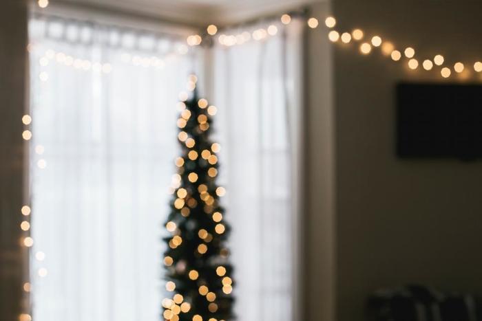 クリスマスの飾り付けに欠かせないストリングライトですが、クリスマス時期だけではもったいないですよね。もっと自由に、身近にストリングライトを楽しみましょう♪