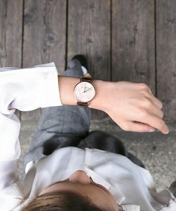 ブランドにそんなに拘らなくても、やっぱり毎日身に付けるものなので「お気に入り」の腕時計を見つけたいですね。お値段が手頃なものは、アクセサリー感覚でその日のコーディネートに合わせて付け替えても。 今回は比較的にお値段もお手頃な素敵な腕時計をご紹介していきます。