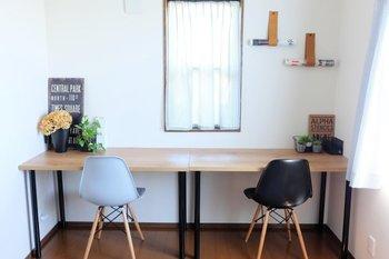 ネットを見たりお裁縫をしたり手紙を書いたり・・とその日によって色々な作業をするには、普段からできるだけシンプルに整えておくと使いやすいですね。