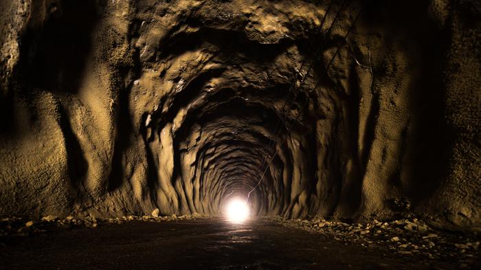 そして趣のある3つめのトンネル「石崩隧道」を抜け、渓流沿いの林道をさらに進むと玄倉ダムに出ます。