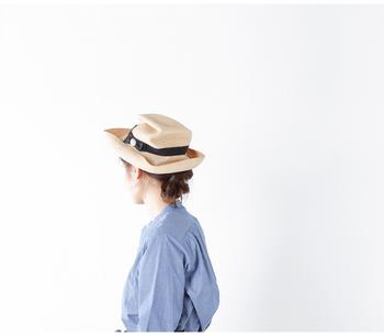 シンプルなデザインでありながら自由度が高く、かぶり心地や素材感にもこだわった帽子を生み出し続けている帽子のブランド「mature ha.(マチュアーハ)」。身に着けるだけでわたしたちの日常をいつもより豊かなものにしてくれるはずです。