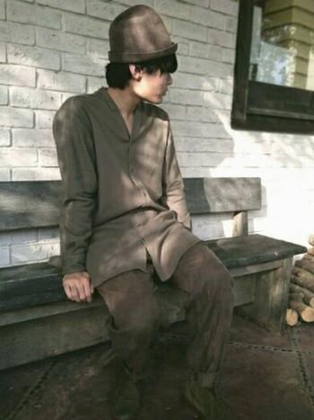 ワントーンな服装でも、フリーハットをサッとかぶるだけでおしゃれさんになるからフシギです。