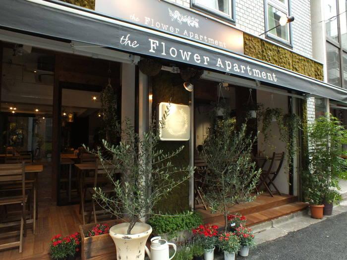 虎ノ門駅から徒歩4分、フラワーデザイナーが監修したカフェレストランがこちらの「ザ・フラワー アパートメント」です。