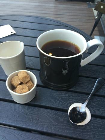 南フランスをイメージした陶芸カフェで美味しいドリップコーヒーを頂きながら、贅沢なくつろぎタイムを過ごしてみませんか?