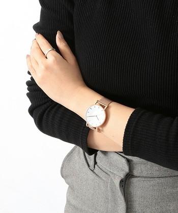 モデル愛用者も多く、インスタグラム等のSNSで話題沸騰中のブランドです。大きめのスタイリッシュなデザインの文字盤で大人可愛い腕時計です。