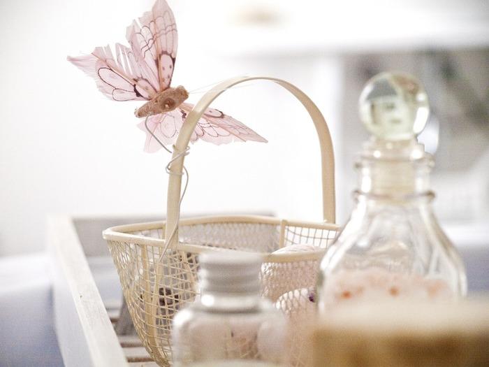 ハーブチンキの作り方はこれだけ♪化粧水に入れたり、入浴剤に使ったりいろいろな用途に使うことができますよ。