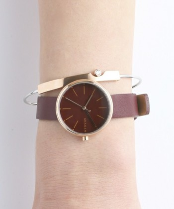 北欧デザインならではのこだわりを感じさせる腕時計なら、大人コーデにもピッタリです。