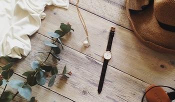 コーディネートのアクセントにもなる腕時計をマイアイテムにプラスして、大人コーデを楽しみましょう。