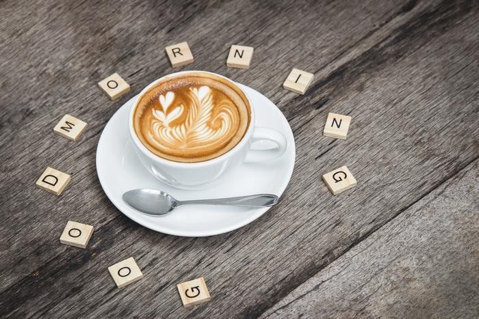 一日のはじまりの時間を使ってできる朝習慣をご紹介しました。手軽なワンアクションや、バンクーバースタイルの朝習慣をぜひ試してみてくださいね。少しの工夫が、ポジティブで充実した一日をスタートさせるきっかけになるはずです♪