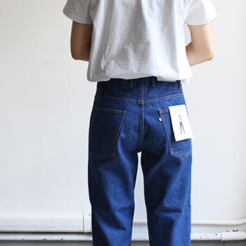 バッグポケットの両端など、補強として付けられるリベットがないのも一つの特徴。補強縫製のバータック(カンヌキ)仕様になっています。