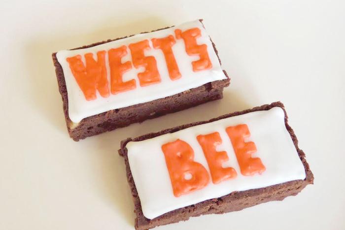 WESTOVERALLSのボックスロゴと、STRATOBee のロゴでアイシングされたブラウニーを、2つセットでプレゼント。