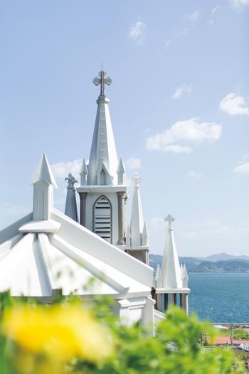伊王島は、住民の6割がカトリック教徒なのだそう。島のシンボルで国の有形文化財にも登録されているのが「聖ミカエル天主堂(沖ノ島天主堂)」です。「馬込教会」などとも呼ばれていますね。