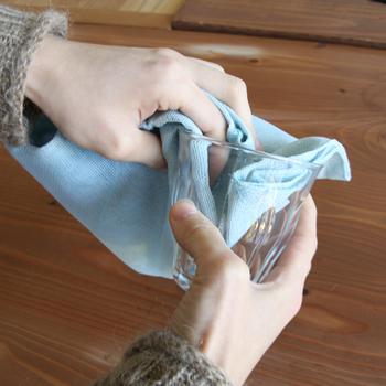 グラスや食器を拭くのにはもちろん、ささっと使えてすぐ洗えるので調理中にも役立ちます。