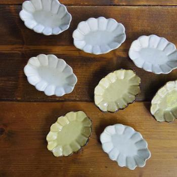 そしてこちらは「ガーベラオーバル豆皿」です。丸とオーバル、どちらも揃えたくなってしまいますね♪