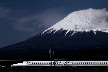 そもそも三島と言われて、すぐに場所がわかりますか? 三島市は静岡県の東部、沼津市と裾野市の間にある富士山にも近い町です。江戸時代には東海道の箱根峠を越えた最初の宿場町として、大いににぎわいました。