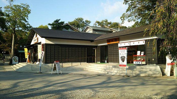 お参りを済ませたら、境内にあるお茶屋さん「福太郎本舗」でちょっと一服。こちらのお店では福太郎餅という名物をいただくことができるのですが、最近その見た目がSNSで話題になっています。