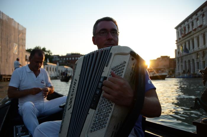 イケベアコーディオン教室では、本場イタリア仕込みのアコーディオン奏者・檜山学先生の本格的な音楽レッスンを受けることができます。アコーディオンは全く初めてという初心者さんから、プロの演奏家を目指したいという方まで、講師陣がマンツーマンで懇切丁寧に指導してくれるそうです。