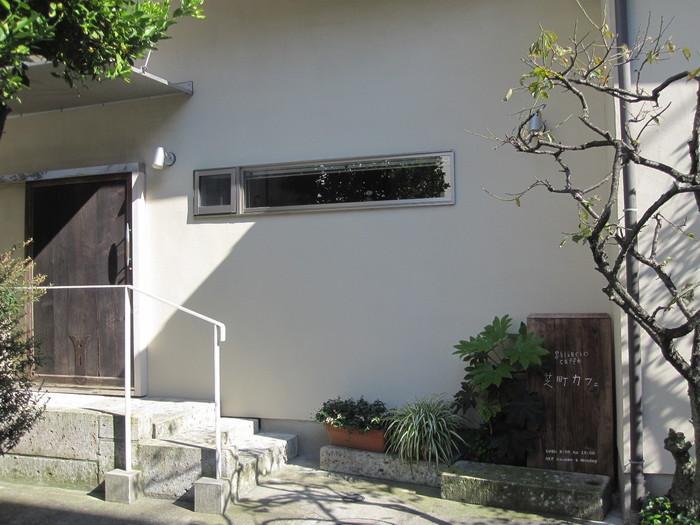 三島駅の北口側。「芝町カフェ」は大学など学校が多いアカデミックなエリアにある、落ち着いた隠れ家カフェです。