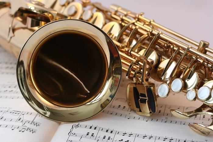 バークリー音楽大学、東京芸術大学はじめ、名門音楽大学を卒業したプロフェッショナルな先生方から、レコード大賞受賞者、フジロックフェスティバル経験者の先生方まで、華々しい経歴を持つ講師陣が多数在籍。より実践的で本格的な音楽指導を受けたい方にもぴったりです。