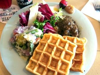 ベルギーといえばワッフルを思い出す人が多いでしょう。ベルギーではワッフルはおやつだけでなく、朝食としても食します。朝と昼は軽めにすませ、夕食をしっかり頂くのが主流だそうです。
