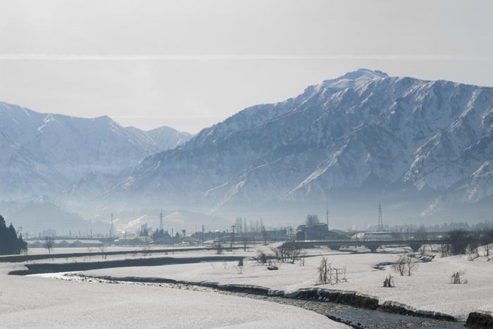 冬にしか見られない珠玉の雪景色。絶景を訪ねて、旅に出てみませんか?ちょっと遠出すれば、そこには信じられないような冬の幻想風景が広がっています。