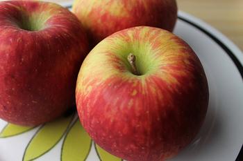 秋の味覚代表のフルーツと言えばりんご。 あのさわやかな香味がたまりません。