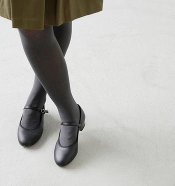 黒しか履かないなんてもったいない!履くだけでオシャレになる『グレータイツ』のコーデ術