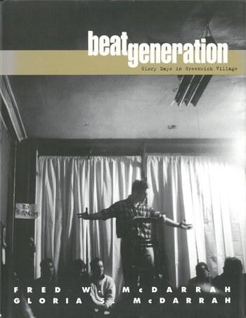 当時の人々のポートレートや時代の空気を感じることのできる写真集「beat generation」。表紙はビートニクの活動の中心となるポエトリー・リーディングの様子を撮影したものです。