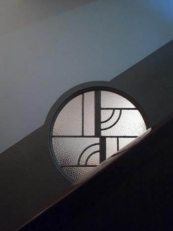 壁紙や装飾などの一つ一つをとっても、本当に細部に渡るまで贅を尽くしきった空間となっています。この建物が、1930年代に建てられていたかと思うと、当時の職人の技術の高さに驚くばかりです。