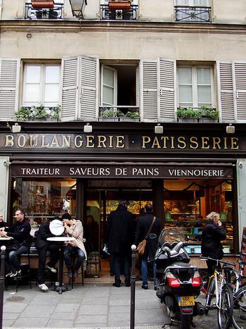 パン屋さんでパンを買う、マルシェで野菜を買う、チーズを量って切ってもらう、クレームを入れる。。。フランスで生活するには、人と話して自分の意思を伝えて、いつでもコミュニケーションをとる必要があります。簡単にはいかないからこそ人の温かさを感じることができたり、世界が広がったり。毎日新しい発見につながって、何より、日本の良さと本当に必要なものを改めて見つめ直すはず。