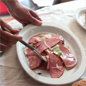 「ポルバサル」は、スペインでホテルやレストラン向けのテーブルウェアを提供しています。スペインやイタリアで人気があるピンチョスなどのバル料理や、タパス用のプレートとして大活躍します。