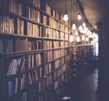 文化の拠点でもあったブックストア。それぞれの書店の数だけ物語があります。当時の文化を辿る書店の旅、楽しそうですね。また家の近くの書店にもぜひ足を運んでみましょう。新しい文化や人との出会いがきっと待っています。