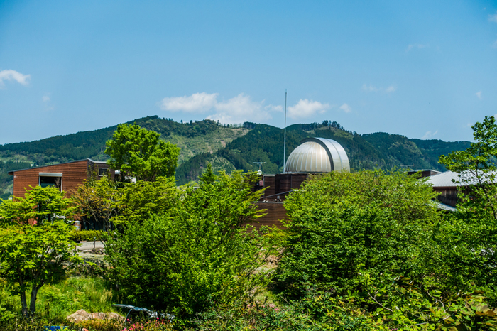 100センチメートル天体望遠鏡と、65センチメートル天体望遠鏡を備えた星の文化館は、プチホテルが併設された天文台です。