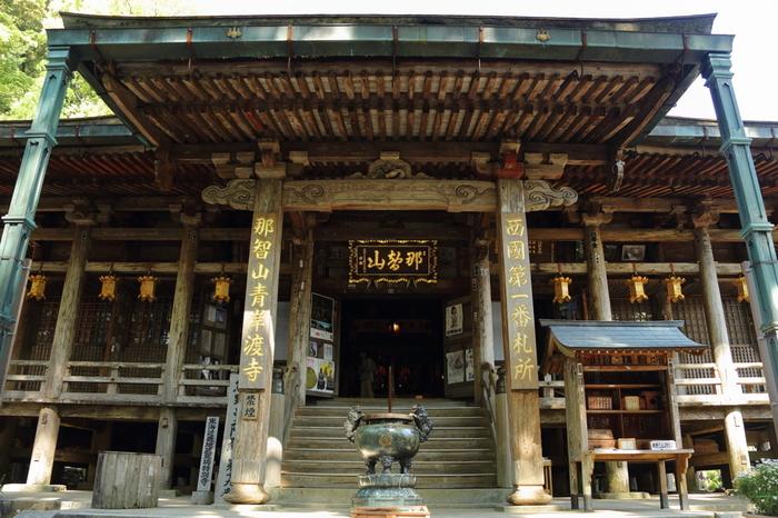 西国三十三所第一番札所に指定されている青岸渡寺は、仁徳天皇が統治していた4世紀に創建された寺院です。