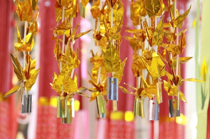 例えば折り鶴は千年の故事にあやかり、延命長寿の願いが込められています。