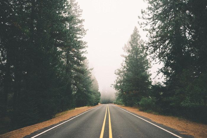 不安やストレスを感じると、呼吸が早く、浅くなると言われています。意識的にゆっくりと、深く呼吸をしてみましょう。
