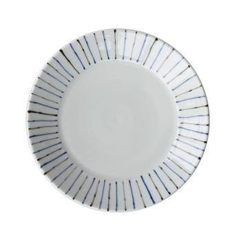 リム部分やはじっこにさりげなくモノトーン模様の入った白いお皿は、北欧ブランドのお皿のような雰囲気で、置いてあるだけでお洒落な印象。いろいろなお料理に合うので、お家の食器棚に1種類は入れておきたいですね。モノトーンの落ち着いた印象が食材の新鮮さを引き立てるのに一役買ってくれますよ。