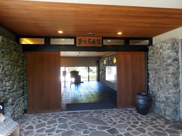 茶の文化館は、銘茶「八女茶」を御茶菓子と一緒にいただくことができるほか、お茶の生育、製法などが展示されています。