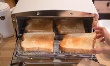 庫内は短時間で高温になるから、外はサクッ、中はもちっとしたおいしいパンを焼くことができます。専用グリルパンが付属しているのでグリル調理もできます。