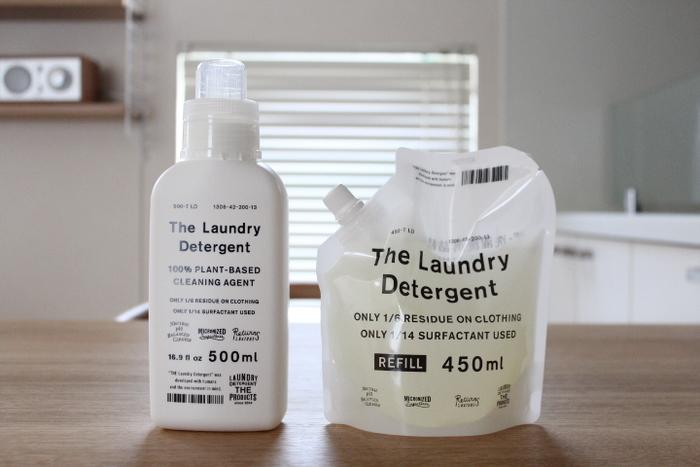 毎日のお洗濯で使う洗剤は、できれば人にも環境にも優しいものを選びたいですよね。こちらのブロガーさん一押しの「THE 洗濯洗剤」は、そんな人と環境を考慮して開発された高品質な洗剤です。一般的な洗剤は海に流した後、生分解されるまでに約1か月かかります。ところがTHE洗濯洗剤は、1日で94%、1週間後には100%という驚くべき速さで生分解されるそうです。しかも1回の洗濯で使用する洗剤の量は、わずかティースプーン1杯の5㎖程度。ほんの少しの量でも、汚れをしっかり落としてくれるそうです。