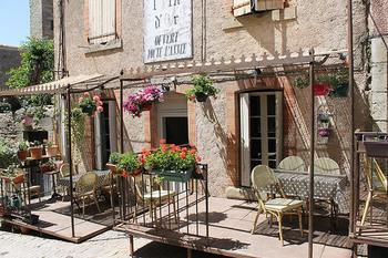 パリなどの大きな都市だけでなく、小さな田舎町、海辺の素敵な街、自然いっぱいの山の街など、いろんな街でその土地ならではの暮らしや文化が味わえる国、フランス。どの街で、どんな暮らしをしてみたいか、イメージすることから始めてみてくださいね。