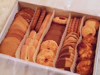 クッキーはさっくりとした食感でほっとする味わい。同じクッキーでも微妙に形が違うのは手作りならでは。いろんな種類が入っているので、それぞれ味の個性を楽しめます。